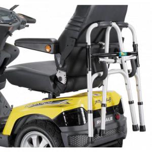 Rollatorhouder voor de Drive Scootmobielen met armleuning bevestigingmonteert u eenvoudig aan uw scootmobiel zodat u uw rollator gemakkelijk kunt meenemen.