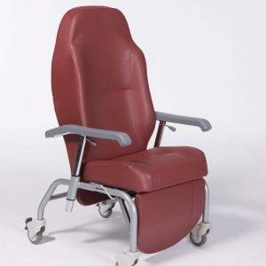 Luxe fauteuil van het merk Vermeiren in vele trendy kleuren, kleur wijnrood met wieltjes