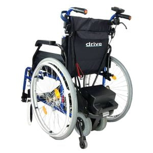 Duwhulp voor rolstoel merk Drive genaamd Powerstroll aan rolstoel bevestigd