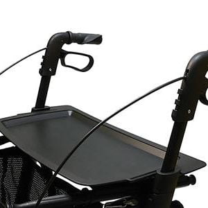Dienblad voor de rollator Topro in de kleur zwart die eenvoudig is te bevestigen op de zitting